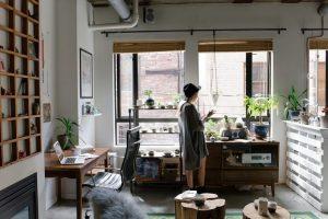 Presto anche in Italia si lavorerà da casa: ecco come trasformare il soggiorno in ufficio