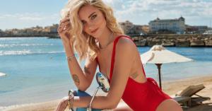 Come vestirsi al mare: i look di Chiara Ferragni e delle influencer da copiare