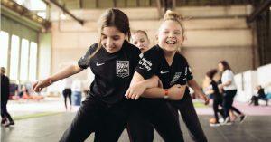 Nike: Le rivoluzioni tecnologiche tra sneakers, sportwear e disabilità