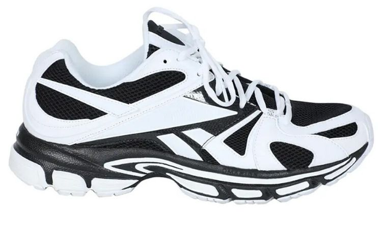 Vetements x Reebok: La Spike Runner 200 è disponibile in black&white