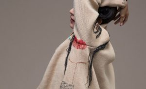 Intervista a Denise Bonapace, la progettista italiana che tesse e disfa corpo e abito