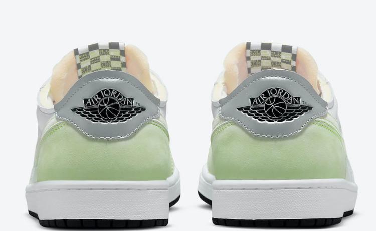 """Le Air Jordan 1 Low OG si tingono di """"Ghost Green"""" (foto)"""