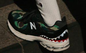 Le sneakers Bape x New Balance 2002R  stanno per arrivare insieme a una capsule collection imperdibile